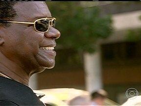 Morre cantor Emílio Santiago, aos 66 anos - Cantor será enterrado nesta quinta-feira no Rio de Janeiro. Ele morreu depois de 13 dias internado por causa de um acidente vascular cerebral. O Salão Nobre da Câmera de Vereadores ficou repleto de fãs e amigos.