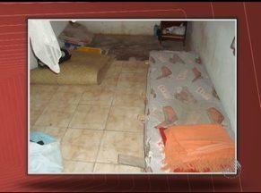 Operários em condições precárias de trabalho são resgatados em Feira de Santana - Eles viviam em péssimas condições no canteiro de obras de um conjunto habitacional.