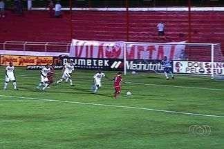Em partida com novo apagão, Vila Nova vence Itumbiara no OBA - Tigre vence Tricolor por 2 a 0 e ganha sobrevida no Goianão.