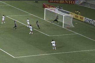 No travessão!! - Pingo cruzou bola, Fernando Júnior tocou na bola, que bateu no travessão, e saiu pelo outro lado.