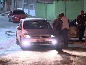 Bombeiro é morto em São João de Meriti - Um bombeiro foi morto na noite de quinta-feira (22), em São João de Meriti, na Baixada Fluminense. A polícia acredita que ele tenha reagido a um assalto.