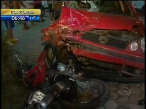 Trânsito 24 horas: duas pessoas morrem em acidente entre carro e moto em Ilhota - Trânsito 24 horas: duas pessoas morrem em acidente entre carro e moto em Ilhota