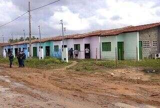 Reintegração de posse no bairro 17 de Março continua hoje (22) em Aracaju - Apesar do clima tenso e nervosismo, não houve cenas de violência no primeiro dia de reintegração de posse no bairro 17 de Março, Zona Sul de Aracaju. A operação vai continuar hoje, já que nem metade das casas foi desocupada.