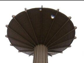 Caixa d'Água é um dos símbolos de Ceilândia - A caixa d'água, com 27 metros de altura, foi construída três anos depois que os barracos abriram as ruas. A capacidade do reservatório é de 500 mil litros de água e, atualmente, abastece a região mais antiga e a comercial da cidade.