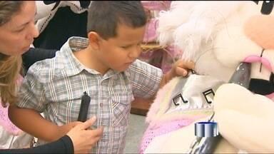 Shopping de São José dos Campos (SP) explora os sentidos na Páscoa - Crianças com deficiência visual visitaram o local.