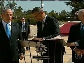 Israel pede desculpas à Turquia por ataque a navio de ajuda humanitária - Barack Obama foi ao Museu do Holocausto e acendeu a chama da paz. Conseguiu que o primeiro-ministro israelense Benjamin Netanyahu pedisse desculpas à Turquia, três anos depois de Israel ter atacado um barco que levava ajuda para a Faixa de Gaza.