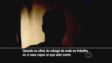 Peritos voltam ao apartamento onde um homem morreu no Espinheiro - Ele tinha sinais de asfixia. Testemunha contou à reportagem da TV Globo o que viu na tarde de sábado.
