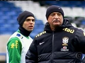No frio de Londres, Kaká tem missão de provar que merece estar na Copa das Confederações - Brasil enfrenta Seleção da Rússia, que comandada pelo italiano Fabio Capello, está há sete jogos invicta.