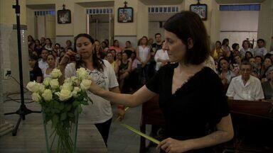 Irmão e viúva de Chico Anysio participam de missa em homenagem ao humorista - Chico Anysio morreu há um ano.