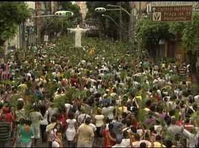 Procissão de Ramos reúne centenas de fiéis católicos no Campo Grande - No último domingo, missa e procissão marcam o início das celebrações da Semana Santa.