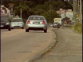 Motoristas reclamam das condições das avenidas de Pelotas, RS - Francisco Caruccio e Domingos de Almeida precisam de melhorias.