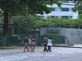 Relatório mostra irregularidades em licitações da Secretaria de Saúde - O Tribunal de Contas do Estado multou dez pessoas, por envolvimento em irregularidades em duas licitações entre a empresa Toesa e a Secretaria Estadual de Saúde, em 2009.