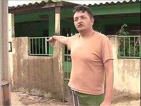 Moradores do Jd. San Marino correm o risco de perder as casas - Segundo a prefeitura de Umuarama, as casas não estariam regularizadas.