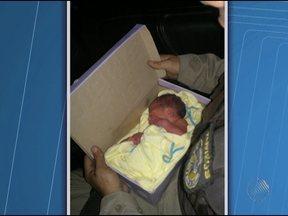 Recém-nascido encontrado em ponto de ônibus em Salvador passa bem - O menino continua internado na unidade semi-intensiva da maternidade Albert Saiben.