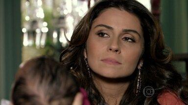 Helô questiona Morena sobre Demir e Zyah - A delegada esconde de Morena que Théo e Érica estão morando juntos