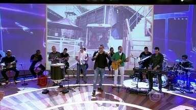 Sorriso Maroto canta 'Assim Você Mata o Papai' - Grupo apresenta um de seus maiores sucessos