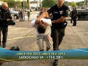 Casos de latrocínio em São Paulo aumentam 114% no último ano - Governo de São Paulo divulgou os novos números da violência. Em geral, eles diminuíram no primeiro bimestre de 2013, em comparação com o ano passado. Porém, os crimes mais violentos, como o latrocínio, ainda preocupam.