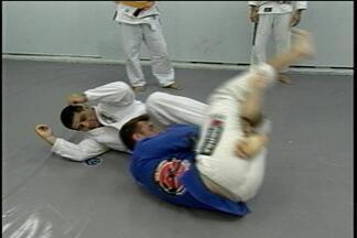 Atletas de Jiu Jitsu de Passo Fundo vão para a capital dos Emirados Árabes no mês que vem - Eles saíram campeões na seletiva de Gramado e agora participam do mundial