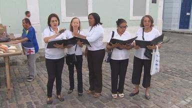 Missionários realizam Via Sacra pelas ruas do Centro do Recife - Fiéis vão carregar uma cruz e representar as 14 cenas do calvário de Cristo.
