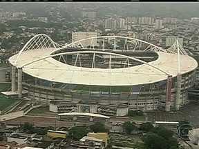 Prefeitura pode ter que assumir custo de obra no Engenhão - Se o problema na cobertura do estádio for do projeto, a Prefeitura do Rio terá que arcar com o prejuízo. Se o problema for na execução, a empresa que fez a obra terá que fazer a manutenção.