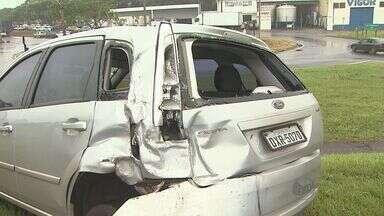 Sete veículos se envolvem em três acidentes em Rodovia Anhanguera - Pista molhada atrapalhou motoristas.