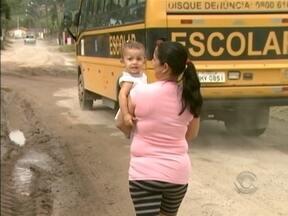 Correspondente JA: moradores de Paulo Lopes sofrem com falta de pavimentação de rua - Correspondente JA: moradores de Paulo Lopes sofrem com falta de pavimentação de rua
