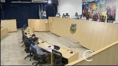 Justiça suspende cassações de dois vereadores de Taubaté - O Tribuna Regional Eleitoral (TRE) suspendeu as cassações dos diplomas de dois vereadores de Taubaté (SP) - Luizinho da Farmácia (PR) e Carlos Peixoto (PMDB).