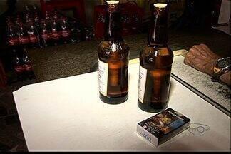 Estudante de 15 anos entra em coma alcoólico após ingerir bebida em escola no ES - Aluna, amigo e outra menina de 12 anos beberam cachaça dentro da escola, em Vila Velha. Donos do bar que venderam a bebida aos alunos foram autuados pela polícia.