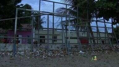Na Serrinha, moradores cobram conclusão de obra em praça pública - Obra está parada e em situação de abandono.
