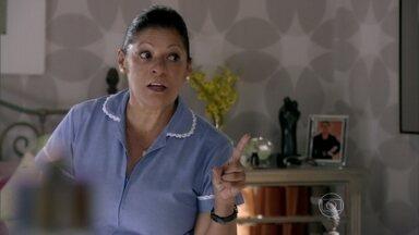 Creusa conta para Helô que Stenio ligou para Ricardo - Ela afirma que o advogado ficou cismado com a viagem da ex-mulher. Drika reclama da mãe para Pepeu