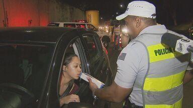 Fiscalização de combate contra embriaguez ao volante aconteceu em Campinas, SP - Com 170 motoristas parados, uma grande fiscalização de combate contra embriaguez ao voltante aconteceu na quarta-feira (27) em Campinas (SP).