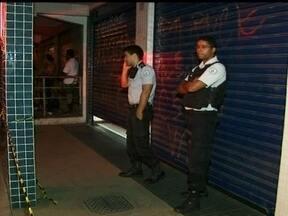 PM aposentado é morto no Paranoá - No Paranoá, um sargento aposentado da Polícia Militar foi morto a tiros dentro de uma loja no fim da tarde de quarta-feira (27). Os criminosos fugiram a pé, sem levar nada.