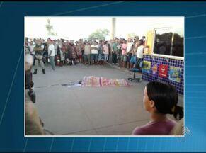 Tenente da PM é morto a tiros em posto de gasolina, em Capim Grosso - Segundo testemunhas, ele abastecia o carro quando dois homens de moto chegaram atirando.