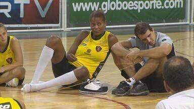 Às vésperas das finais no basquete, Alessandra se mostra uma líder nas quadras e fora dela - Atleta conta incidente que enfrentou nas ruas do Recife