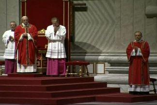 Papa Francisco celebra a Via Sacra em Roma - É a primeira Sexta-Feira Santa do pontífice. Ele recitou a história das últimas horas de Jesus, na Basílica de São Pedro. Depois, seguiu para o Coliseu para celebrar a Via Sacra.