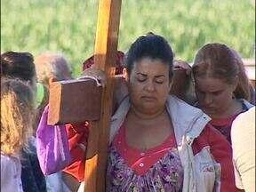 Dia de reflexão para os católicos - A morte de cristo, foi lembrada em várias cidades do Oeste e Sudoeste do Estado atráves de celebrações com a cruz.