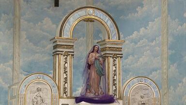 Arcebispo de BH preside ato litúrgico na capital - Dom Wlamor se deitou em frente ao altar em respeito à morte de Cristo.