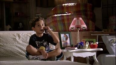 Junior liga para Théo e conta que Morena está viva - Lucimar diz para o neto que ele estava certo. Théo não acredita no menino