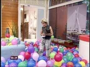 Para decorar a casa de cristal, Louro José recruta fãs do Brasil inteiro - O papagaio surpreende a mãe com uma decoração especial de aniversário