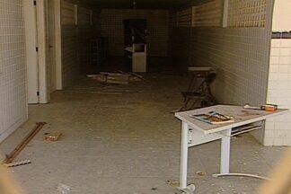 Alunos pedem reforma urgente na escola - Alunos de uma escola em Campina Grande pedem urgentemente por reformas no local de ensino.