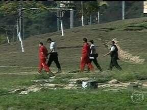 Goleiro Bruno perde direito de trabalhar na prisão - A Secretaria de Defesa Social de Minas Gerais disse que Bruno foi suspenso por tempo indeterminado, por causa de indisciplina. Sem o benefício, o goleiro perde a oportunidade de reduzir a sua pena.