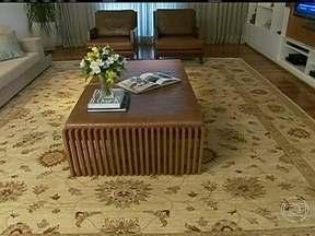 Tapetes podem deixar os ambientes mais sofisticados e acolhedores - O tamanho e a cor devem combinar com o estilo da casa. Os orientais clássicos continuam sendo bastante utilizados. Na sala de jantar, o tapete deve ter a superfície lisa, para facilita a limpeza.