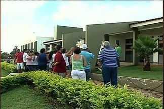 Moradores de Goiandira protestam para que hospital seja reaberto, em Goiás - Moradores de Goiandira, na região sudeste do estado, se manifestaram em frente ao hospital da cidade, neste final de semana. Eles pedem a reabertura do local.