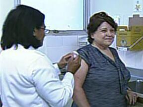 Campanha de vacinação contra gripe começa nesta segunda-feira em SP - A campanha de vacinação contra a gripe começa nesta segunda-feira (15) nos postos de saúde do estado de São Paulo. A previsão é que sete milhões de pessoas sejam imunizadas em todo o estado até o dia 26 de abril. A vacinação é gratuita.