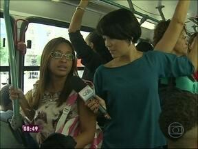 Geovanna Tominaga sente na pele o sufoco de quem anda de ônibus no Rio - Pessoas relatam alguns problemas encontrados no serviço de transporte público: motoristas que não abrem a porta e que andam em alta velocidade