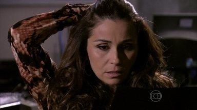 Salve Jorge - Capítulo de segunda-feira, dia 15/04/2013, na íntegra - Ricardo fala para Helô que Wanda é a mãe de Aisha. Théo procura Lívia, mas ela o denuncia para os seguranças do hotel