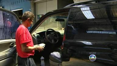 Aprenda a melhor maneira de fazer a limpeza do carro - Dono de lava-jato ensina como deixar o veículo com aparência de novo.