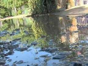 Correspondente JA: moradores sofrem com alagamento em rua no Campeche - Correspondente JA: moradores sofrem com alagamento em rua no Campeche