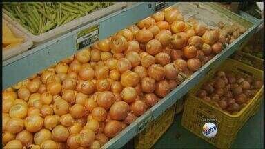 Altas nos preços da cebola e da batata deixam consumidores insatisfeitos - Altas nos preços da cebola e da batata deixam consumidores insatisfeitos