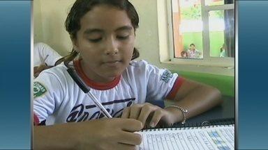 Estudantes enfrentam dificuldades em Presidente Figueiredo - Alunos das escolas rurais de Presidente Figueiredo passam por dificuldades para chegar na sala de aula, fazendo, inclusive viagens de voadeira.